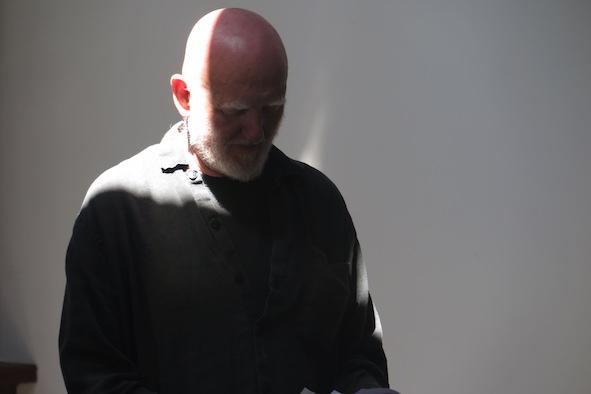 """""""AND TO SAND"""" - Alastair MacLennan, Konteksty Festiwal Sztuki Efemerycznej 2015 / Sokołowsko / fot. Jerzy Grzegorski / Marcin Polak"""