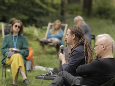 Patryk Lichota - Tradycje hałasu w sztuce dźwięku - wykład Sanatorium Dźwięku 2016 fot. Tomek Ogrodowyczk